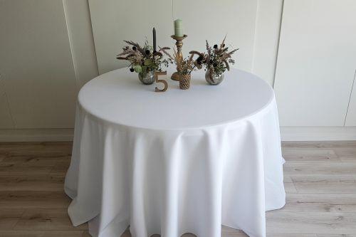 Balts apaļais galdauts
