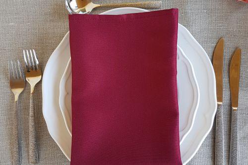 Bordo krāsas salvetes