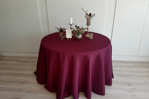Bordo krāsas apaļais galdauts