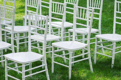 Chiavari krēsli