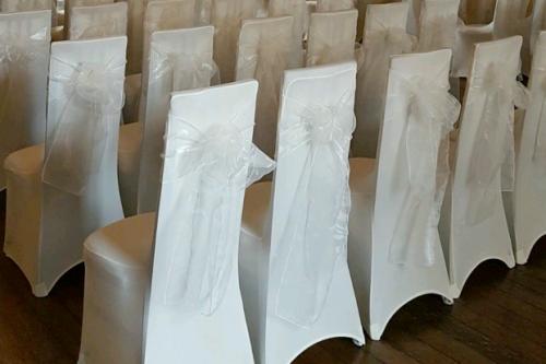 Kremkrāsas krēslu pārvalki
