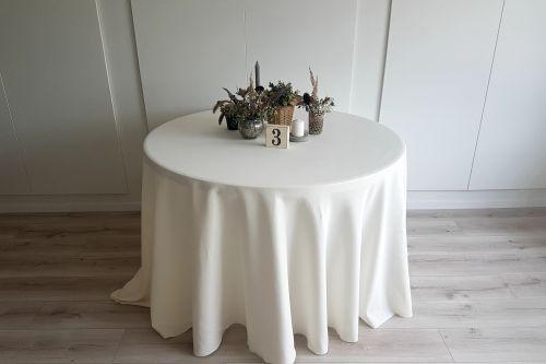 Krēmkrāsas apaļais galdauts