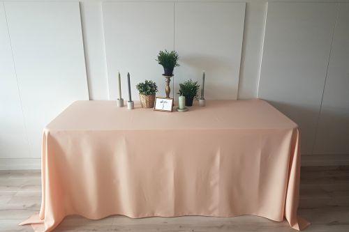 Persiku krāsas taisnstūra galdauts