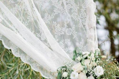 Romantiski puķaini aizkari