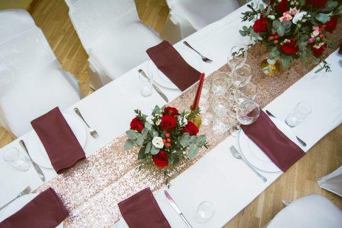 Rozā zelta gliteru galda celiņi