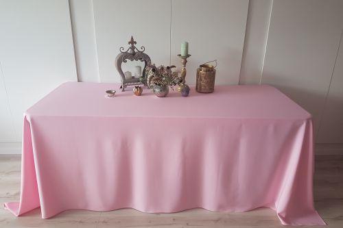 Rozā taisnstūra galdauts