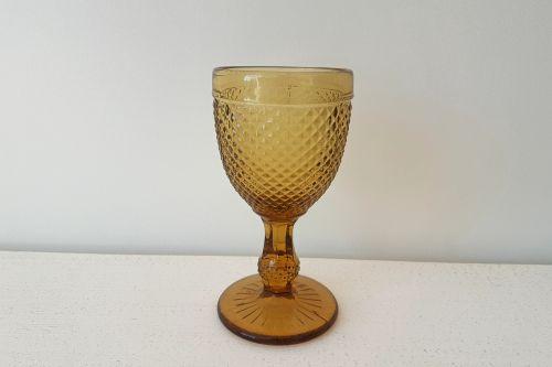 Sinepju krāsas stikla glāzes