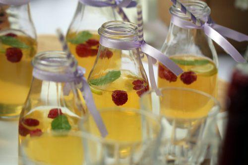 Stikla dzērienu pudelītes