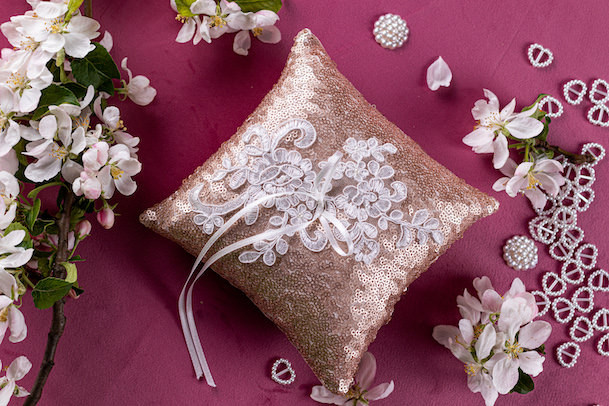 Glitter ring pillow with lace
