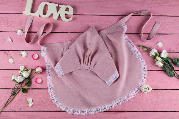 Powderpink linen apron and bonnet set with lace